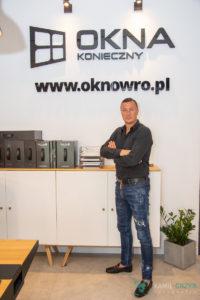 Fotografia reklamowa Wrocław - kgfotografia.pl - Okna Konieczny i Tomasz Hajto
